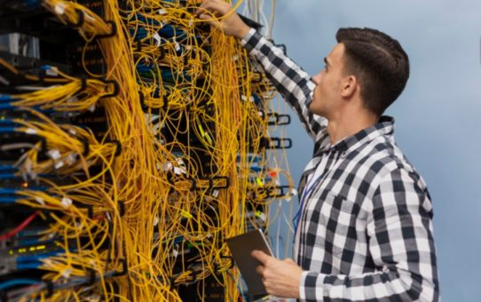 What qualifications do you need to be a network engineer?